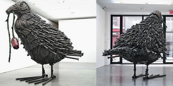 Огромные скульптуры из гвоздей, бутылочных пробок и кисточек