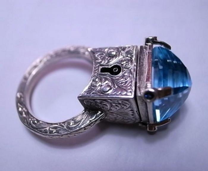 Кольца с секретом от William Llewellyn Griffiths