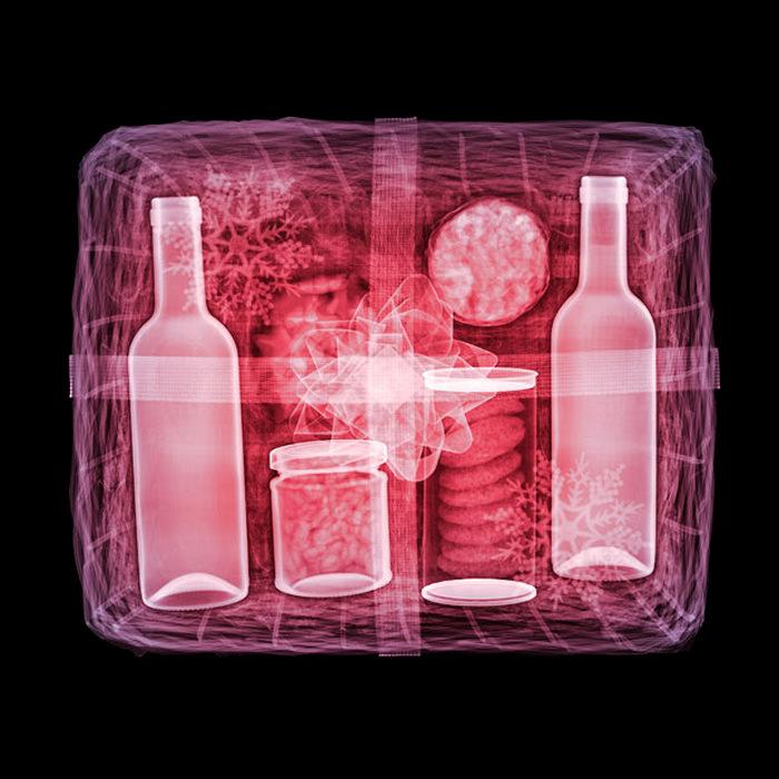 Новогодние подарки в лучах рентгена. Арт-проект X-rays of Christmas presents
