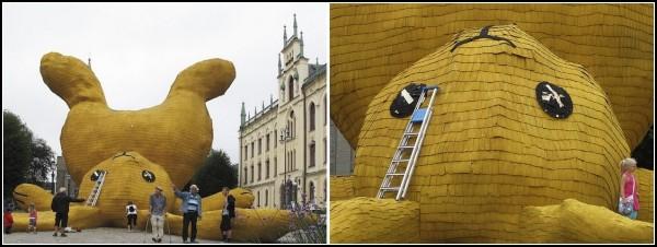 Big Yellow Rabbit от Флорентина Хофмана. Инсталляция из бетона, металла и дерева