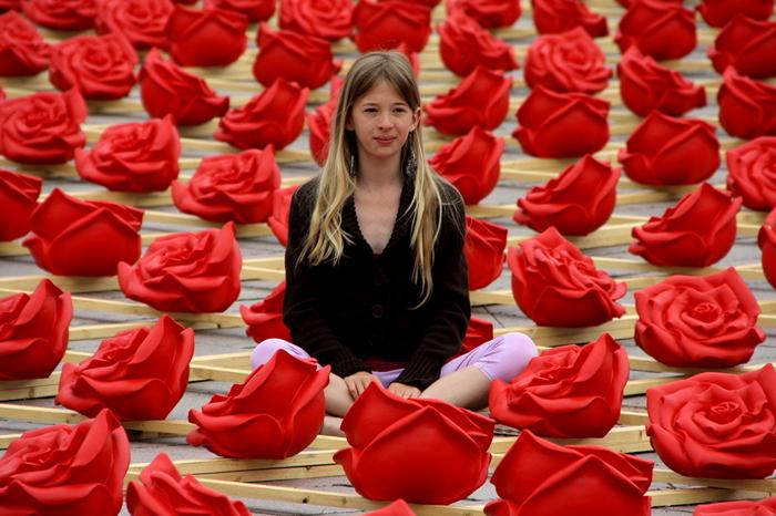 Улица пластиковых Роз. Инсталляция Оттмара Херля (Ottmar Horl)