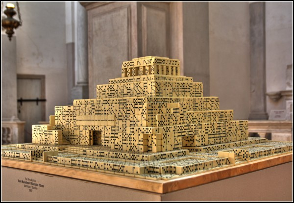 Архитектура из костяшек домино