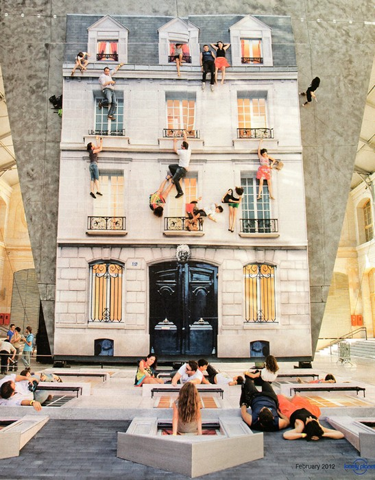 Batiment, зеркальная инсталляция-перфоманс от маэстро Leandro Erlich