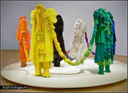 Indradhanush Installation. Скульптуры-инсталляции из яркой одежды