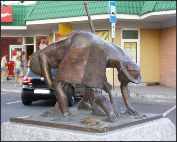 Памятник сборщикам колорадских жуков