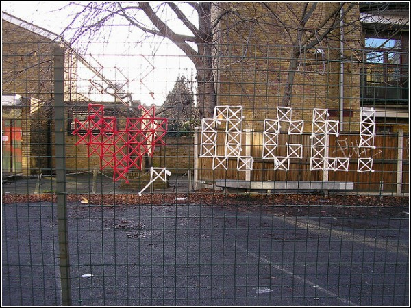Cross-Stitch Graffiti от Сары Корбетт (Sarah Corbett)