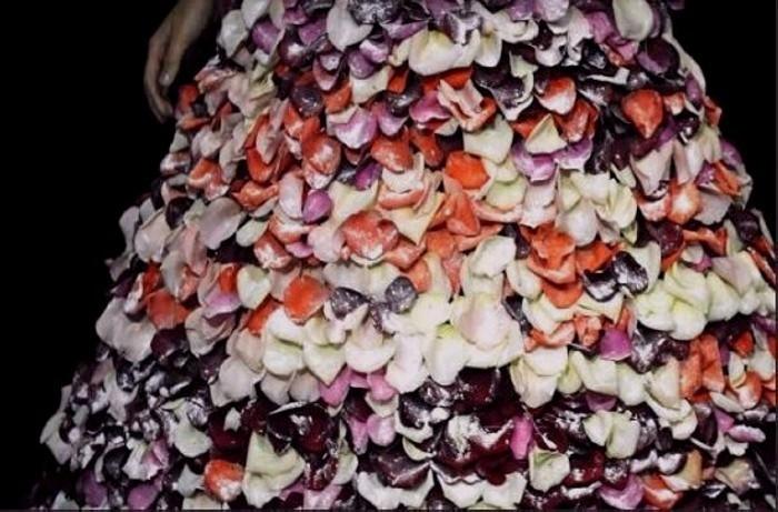 Платье из розовых лепестков в сахарной глазури. Свадебная мода Хуана Мануэля Барриентоса (Juan Manuel Barrientos)