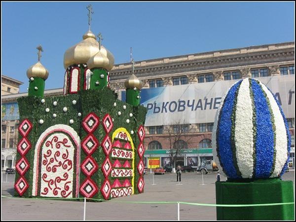 Цветочные скульптуры к Пасхе. Харьков