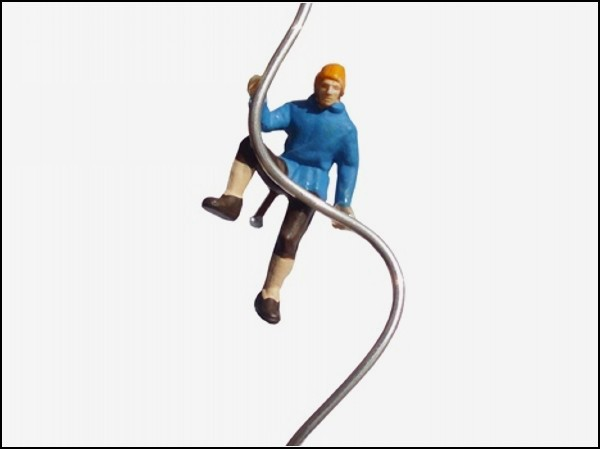 Сережки *Hanging*. Альпинисты и спортсмены, взбирающиеся на уши.