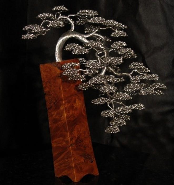 Талантливый скульптор Kevin Iris создает красивые деревья из алюминиевой проволоки.