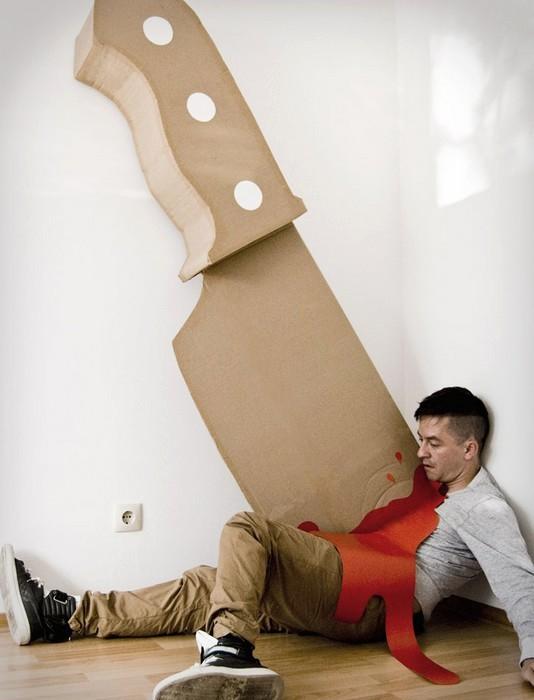 Убийства понарошку. Картонный нож Giant Knife в арт-проекте от Maria Lujan и Wolfgang Krug