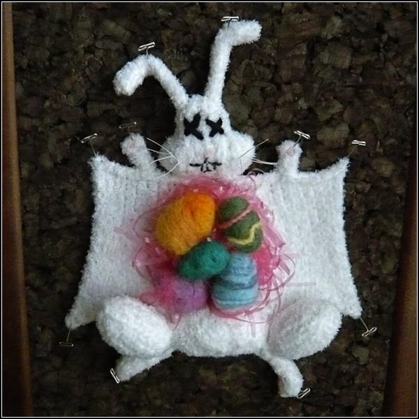 Тот самый пасхальный кролик. Связан и растерзан