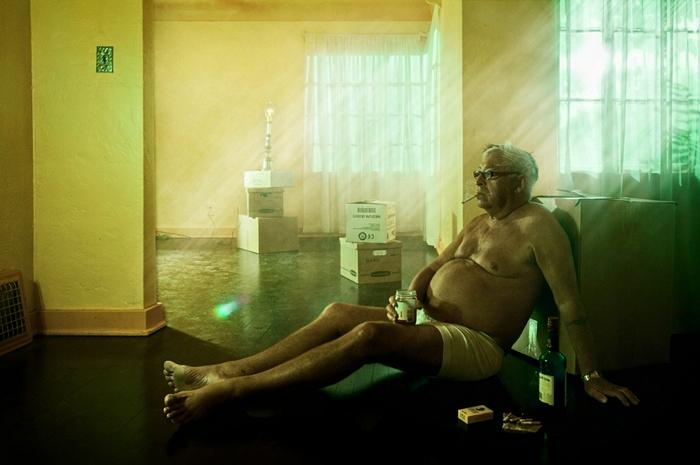 Lonely Man: грустные холостяки в фотографиях от Wes Naman