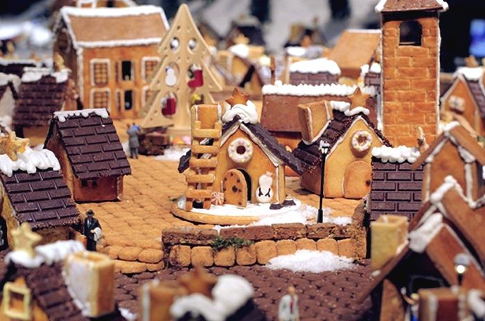 Городок из имбирного печенья. Рождественская инсталляция в торговом центре Muji (Япония)