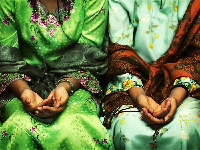 Folded Hands, Brunei