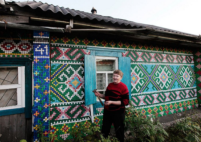 Мозаика из 30000 пластиковых крышек. *Тюнинг* от россиянки Ольги Костиной