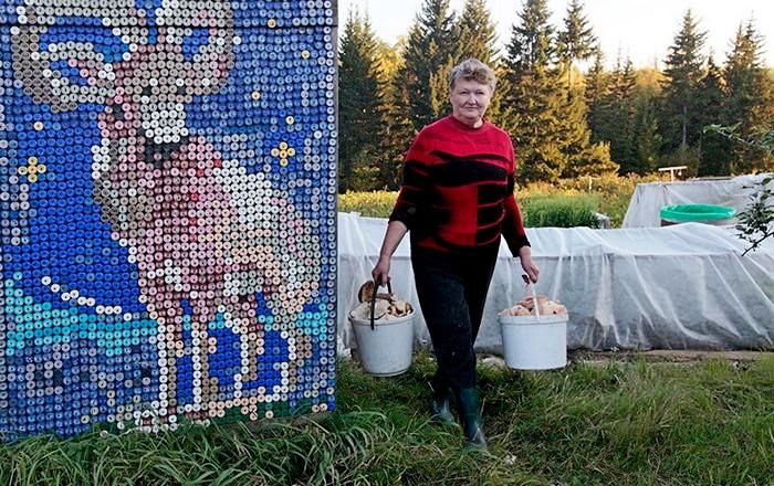 """Мозаика из 30000 пластиковых крышек. """"Тюнинг"""