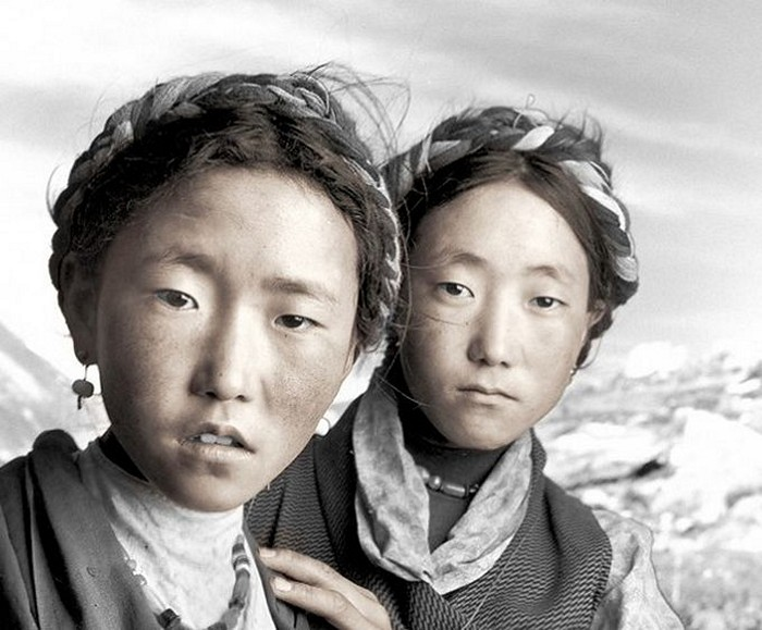 Шело, 20 лет и Бенба, 17 лет. Ньялам, Тибет.