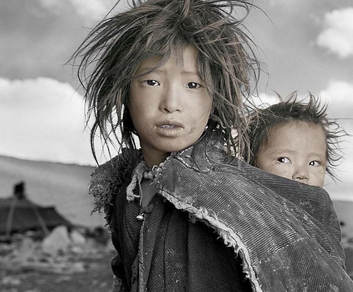 Джигме, 8 лет и Сонам, 1,5 года. Ладак,Тибет.