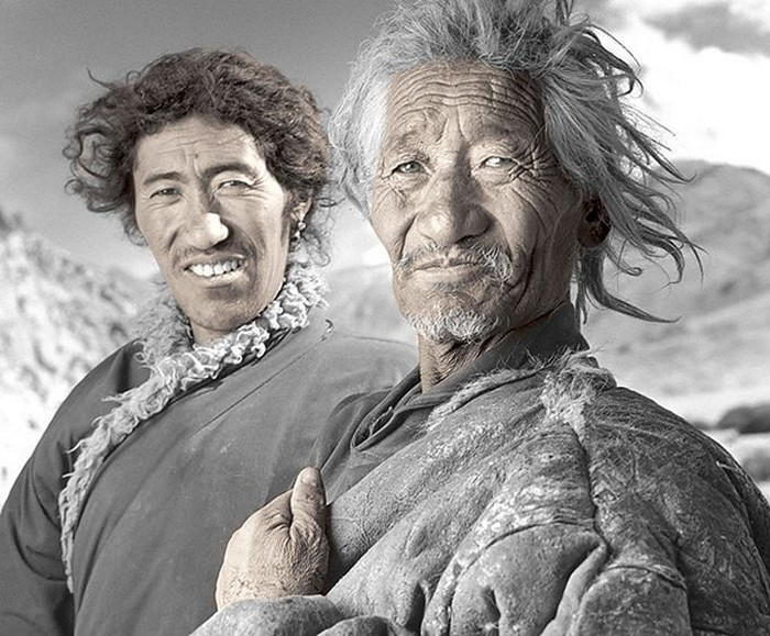 Пусунг, 64 года и Дундуп, 32 года. Долина Пуга, Ладак