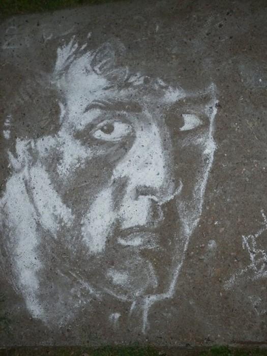 Нарисованный мелом Сталлоне