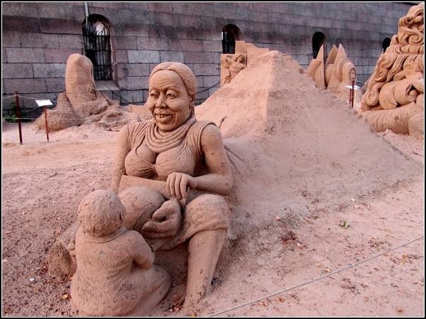 Песчаные шедевры на юбилейном Х фестивале песчаных скульптур в Санкт-Петербурге