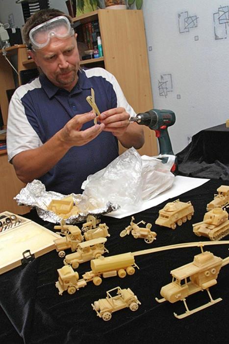 Миниатюрные скульптуры из сухих макаронных изделий. Pasta art Сергея Пахомова (Пермский край)
