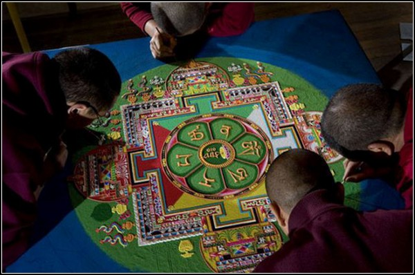 Песочная живопись. Тибетские мандалы от буддийских монахов