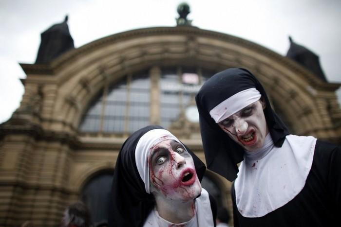 Монахи-зомби с парада Zombie Walk