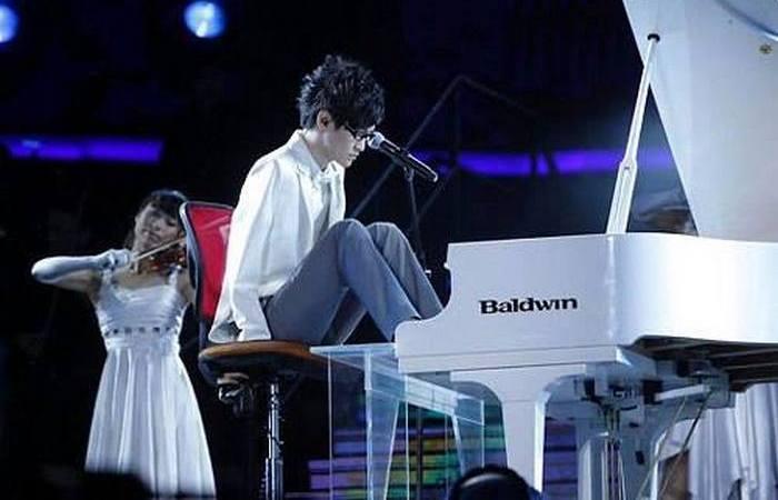 Лю Вэй - безрукий музыкант.