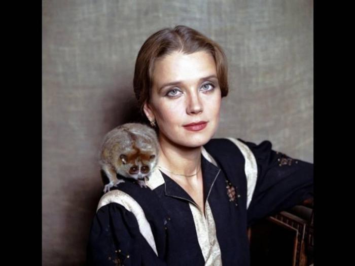 Ирина Алферова. Портрет с экзотическим зверьком.