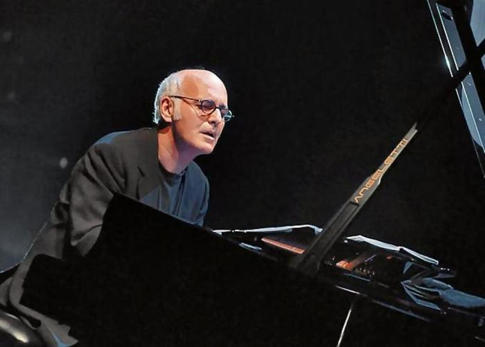 юдовико Эйнауди - знаковая фигура неоклассического направления в музыке.