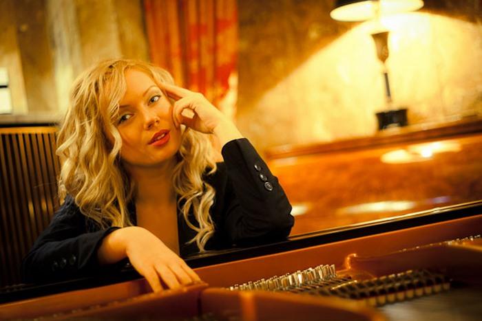 За роялем Анастасия Хуппманн