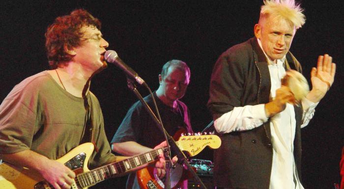 «Дорога» группы «АукцЫон»: история песни, которую в 2000 «заслушали до дыр»