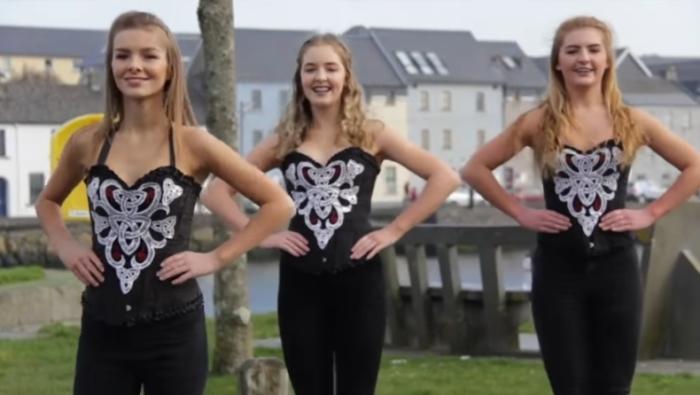 Скачать видео голых девушек танцуюших в одном пояске фото 535-134