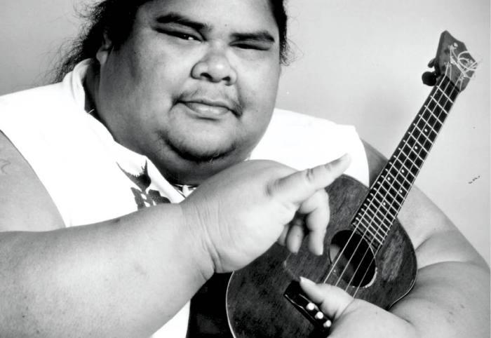 Гавайский певец и композитор Израэль Камакавиво'оле.