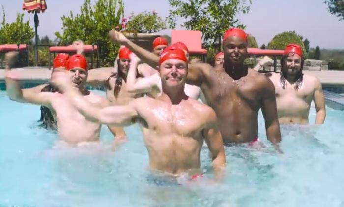 Развлекались, как могли: как бы выглядело мужское синхронное плавание.