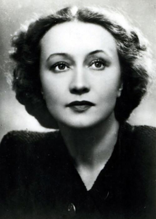 Галина Уланова - красавица в жизни, богиня на сцене.