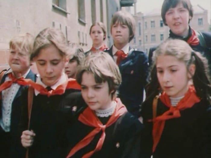 Алиса Селезнева и ее одноклассники | Фото: kino-novosti.org.ua