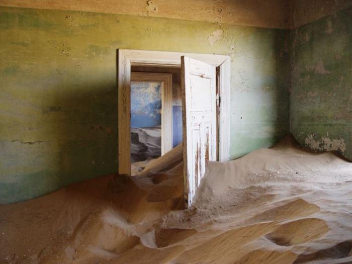 Заброшенный город в Намибии засыпает песком