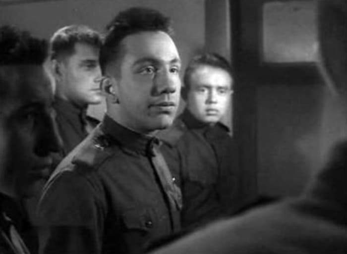 Первая заметная роль Савелия Крамарова в фильме «Им было девятнадцать…», 1960 (25 лет) | Фото: kino-teatr.ru