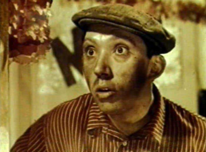 Юрий Никулин в своем первом фильме *Девушка с гитарой*, 1958 (36 лет) | Фото: kino-teatr.ru