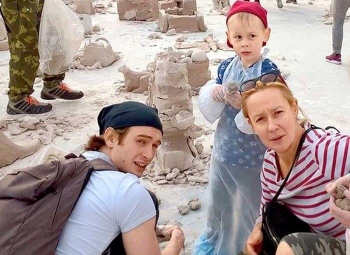 Актриса с мужем и сыном   Фото: uznayvse.ru
