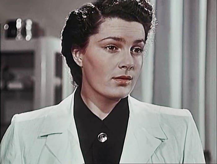 Элина Быстрицкая в фильме *В мирные дни*, 1950   Фото: kino-teatr.ru