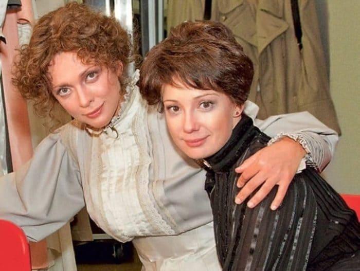 Ольга Дроздова и Чулпан Хаматова | Фото: showbizzz.net
