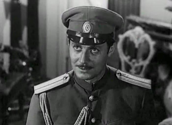 Юрий Соломин в роли капитана Кольцова | Фото: kino-teatr.ru