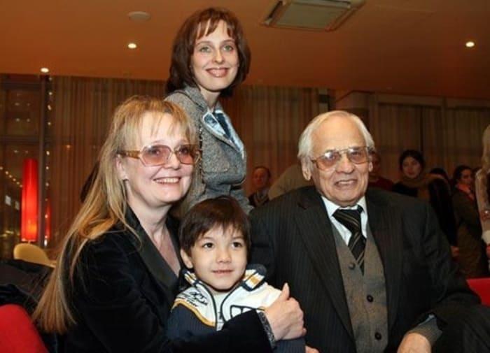 Актриса Наталья Белохвостикова с семьей | Фото: vicer.ru