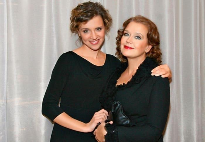 Актриса Ирина Алферова с родной дочерью Ксенией | Фото: vicer.ru