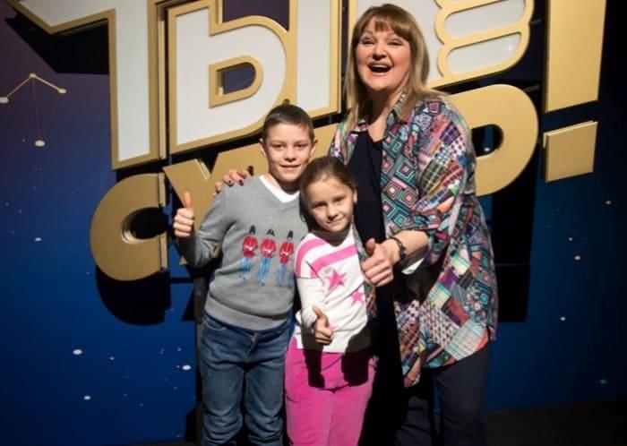 Певица Маргарита Суханкина с приемными детьми | Фото: teleprogramma.pro