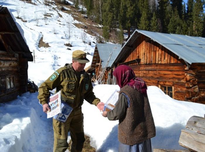 Весной 2017 г. отшельницу навестили сотрудники хакасского заповедника | Фото: prmira.ru